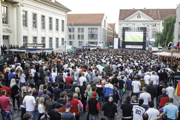 Public Viewing an der Martinikirche
