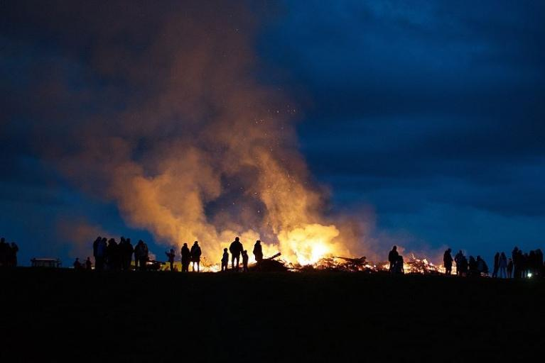 Osterfeuer in der Region